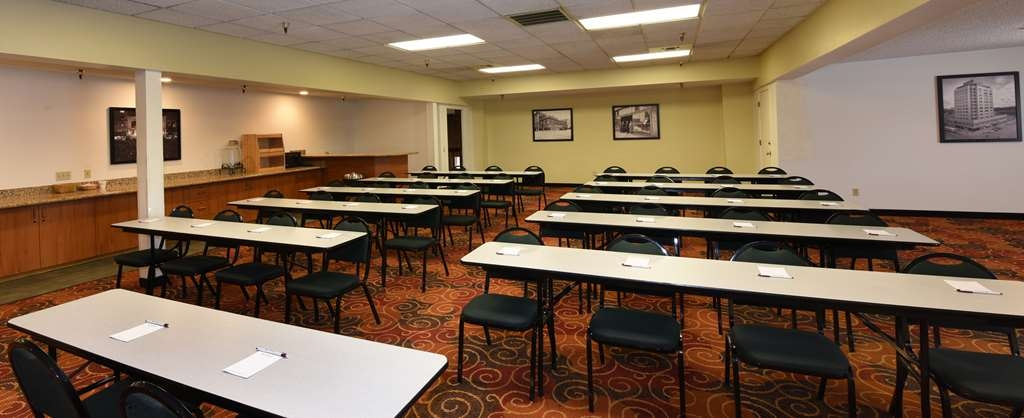 Best Western Plus Ahtanum Inn - Ahtanum Conference Room provides 1,200 square feet of meeting space. Many set-up styles available, including classroom style as shown.