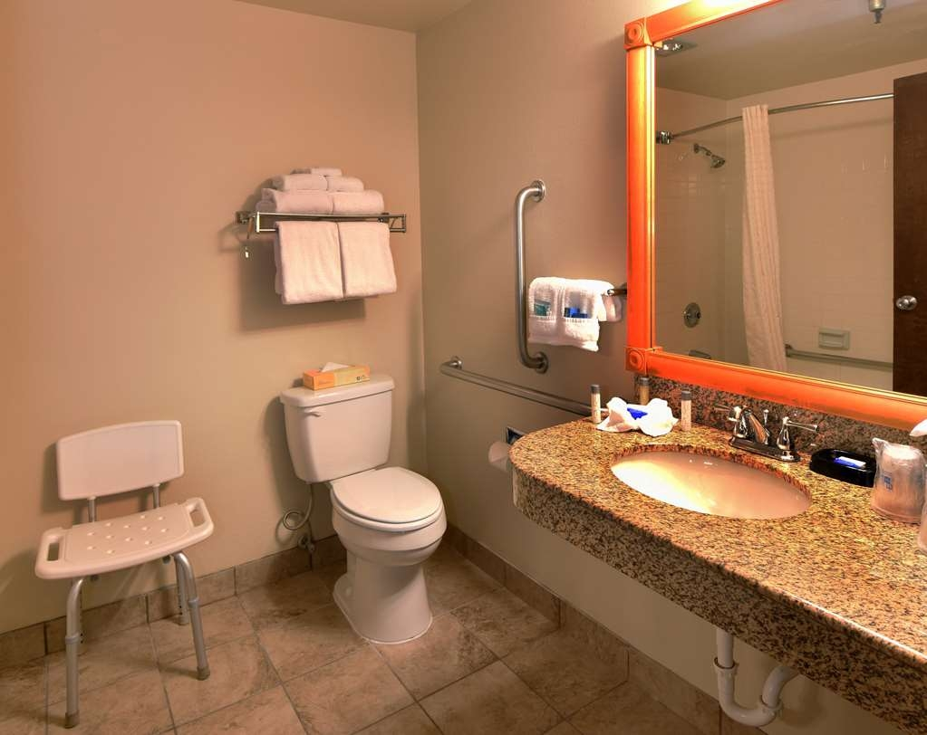 Best Western Plus Ahtanum Inn - ADA Mobility Accessible Guest Bathroom.