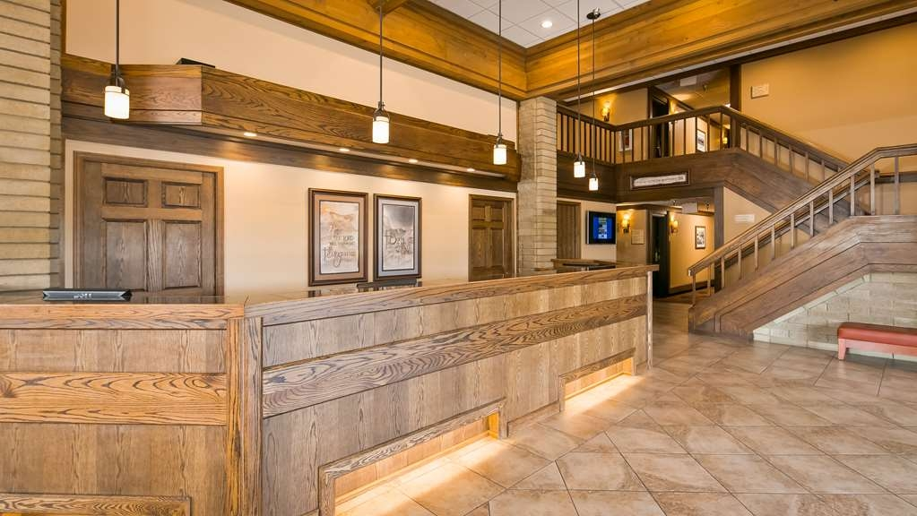 Best Western Plus Ahtanum Inn - Newly remodeled lobby.