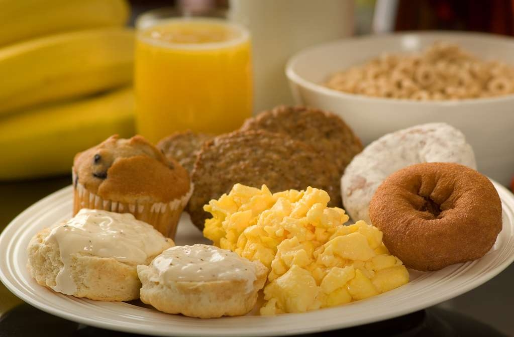 Best Western Plus Vancouver Mall Dr. Hotel & Suites - Enjoy our full hot breakfast buffet each day from 6-10 a.m.