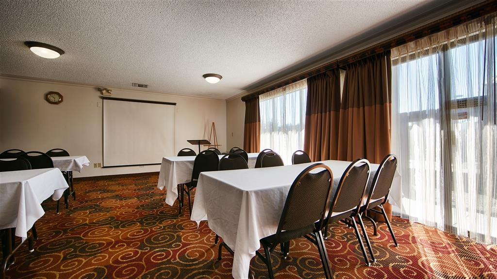 Best Western Chieftain Inn - Need to schedule a meeting for business? We have space available for you and your clients.