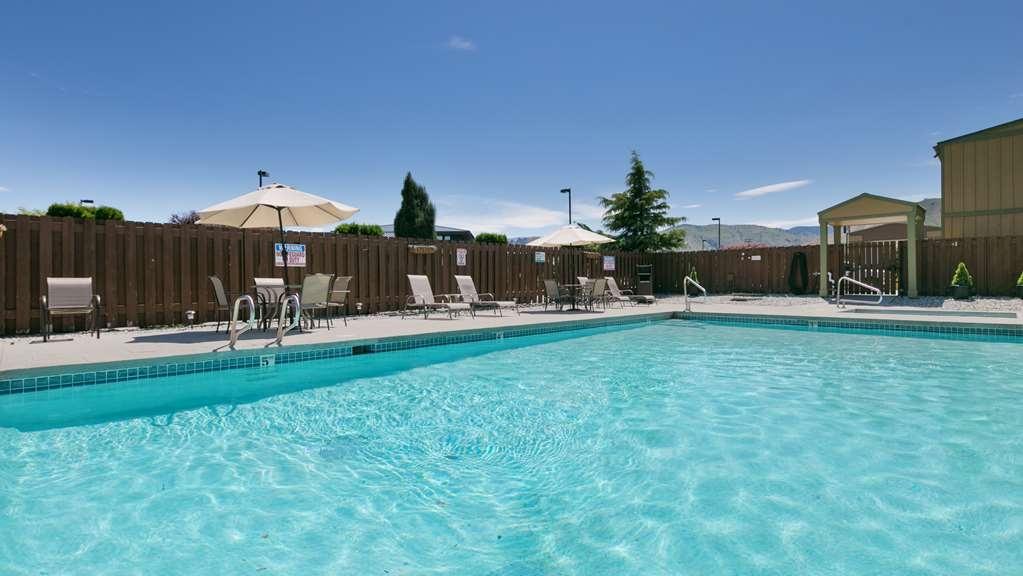 Best Western Chieftain Inn - Vista de la piscina