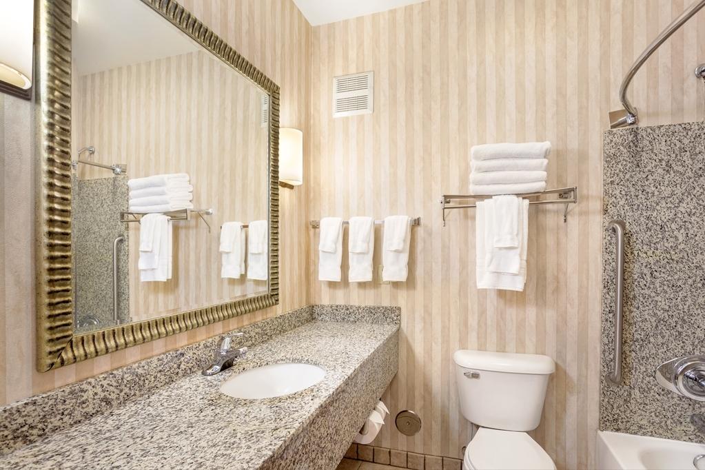 Best Western Plus Ellensburg Hotel - A hair dryer is standard in all of our bathrooms.