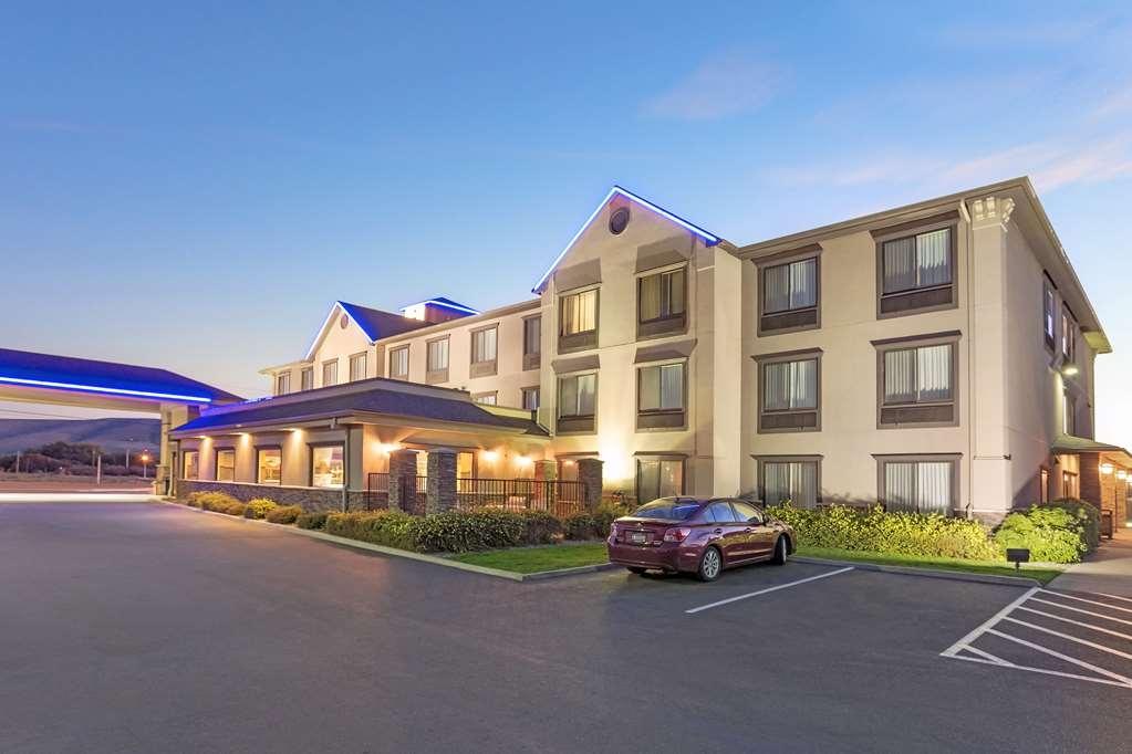 Best Western Plus Ellensburg Hotel - Außenansicht