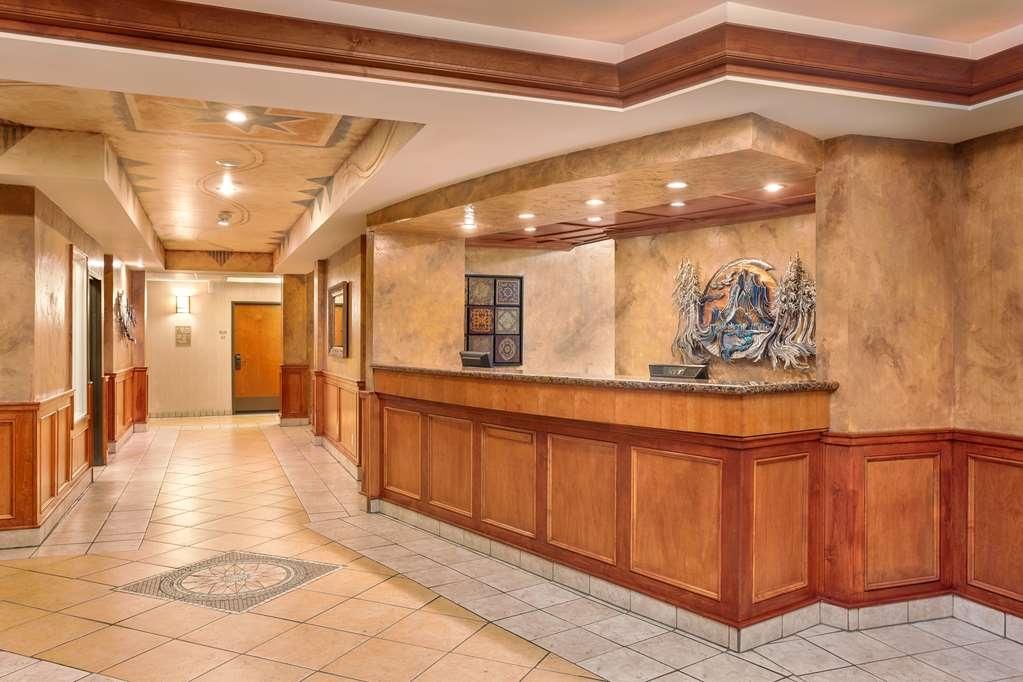 Best Western Plus Ellensburg Hotel - Unser freundliches Personal steht an der Rezeption rund um die Uhr zur Verfügung.