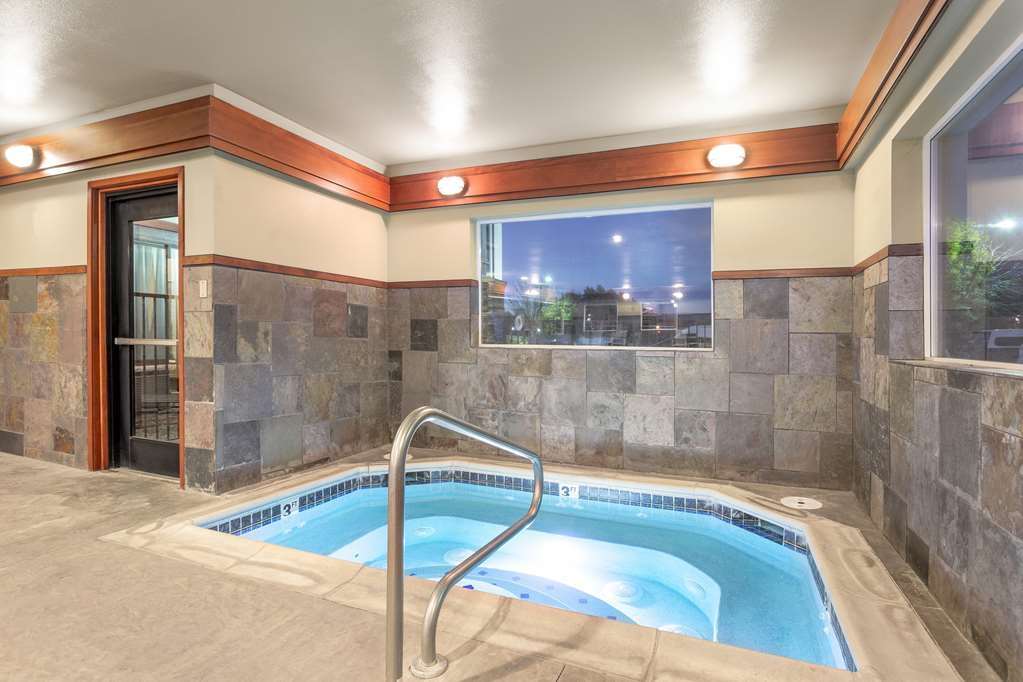 Best Western Plus Ellensburg Hotel - Our indoor hot tub is heated and open year round.