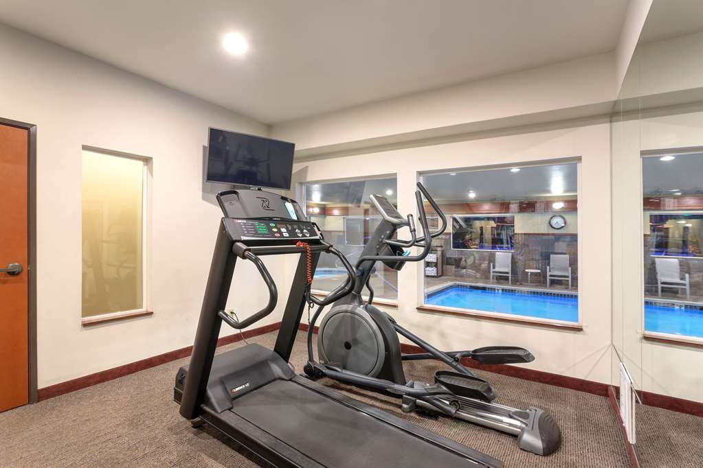 Best Western Plus Ellensburg Hotel - Our exercise room includes an elliptical, a treadmill and more!