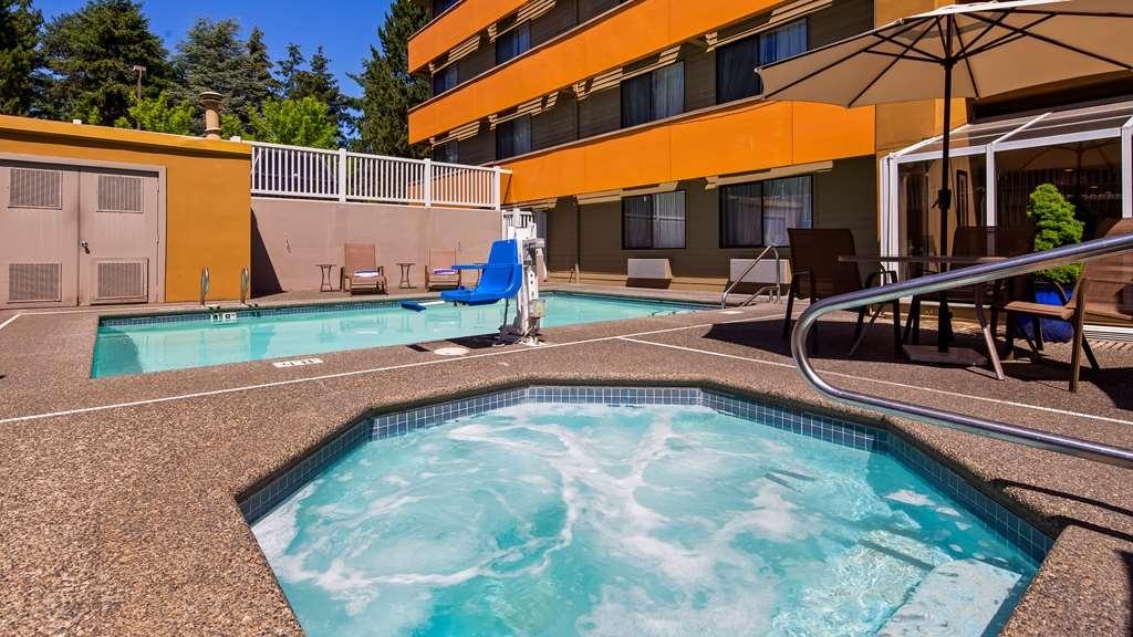 Best Western Alderwood - Vista de la piscina