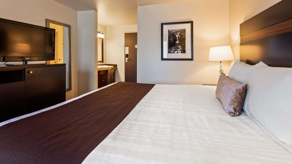 Best Western Alderwood - Stretch out and relax in our oversize rooms