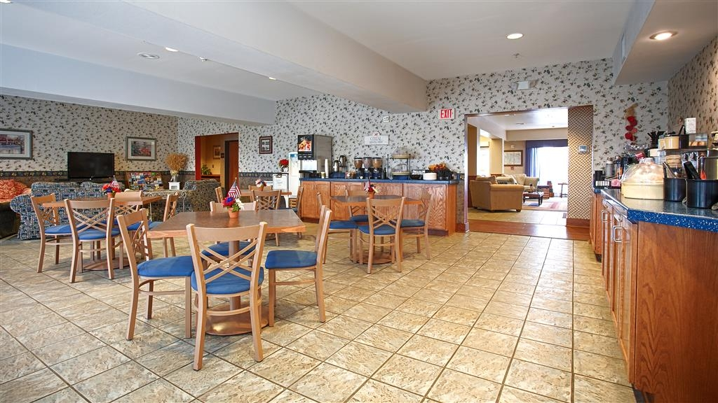 Best Western Bronco Inn - We offer a full hot breakfast daily from 6 a.m. to 9 a.m.