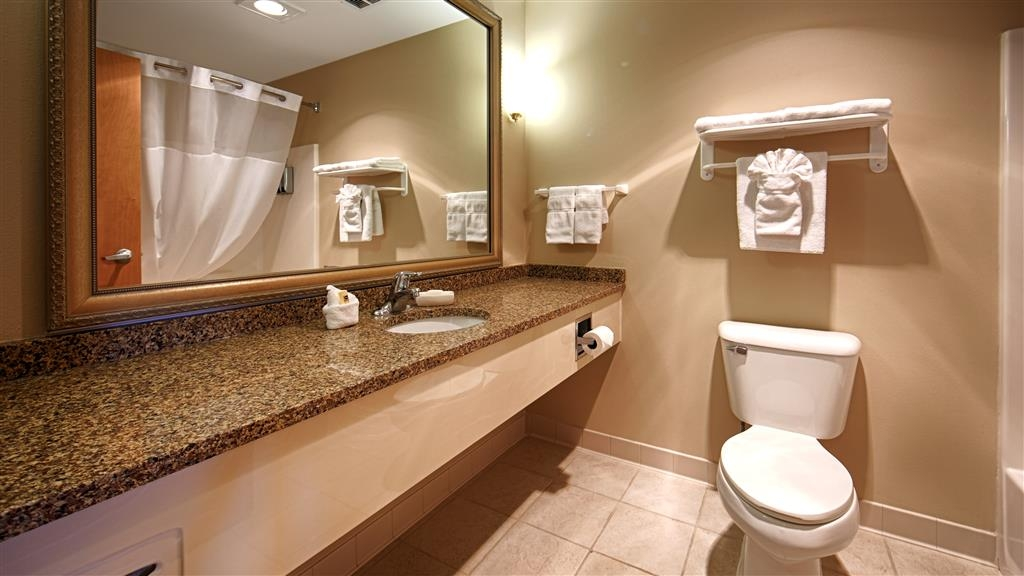 Best Western Bronco Inn - Guest Bathroom