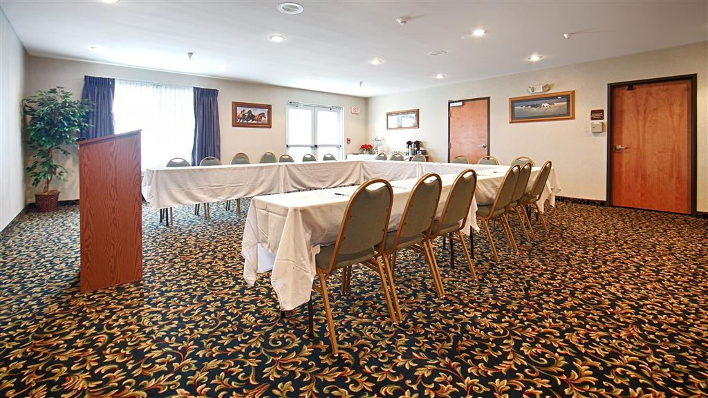 Best Western Bronco Inn - Our meeting room can accommodate groups and parties for up to 50 people.