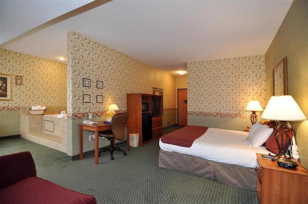Best Western Bronco Inn - Our whirlpool suite has a king bed, sofa bed and a large jetted tub.