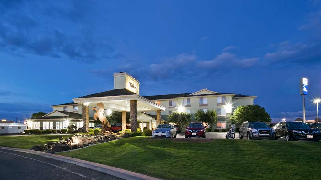 Best Western Bronco Inn - Exterior Night