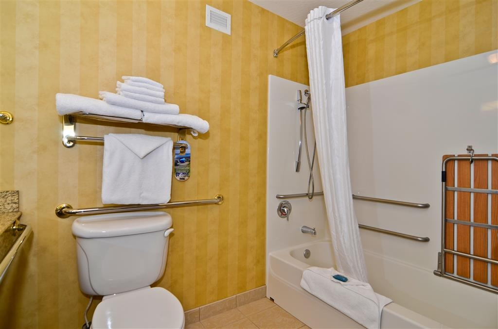 Best Western Plus Pasco Inn & Suites - We have mobility accessible bathrooms in our mobility accessible rooms.