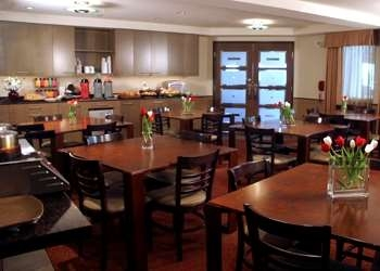 Best Western Snowcap Lodge - Complimentary buffet breakfast. Experience the personal touch.