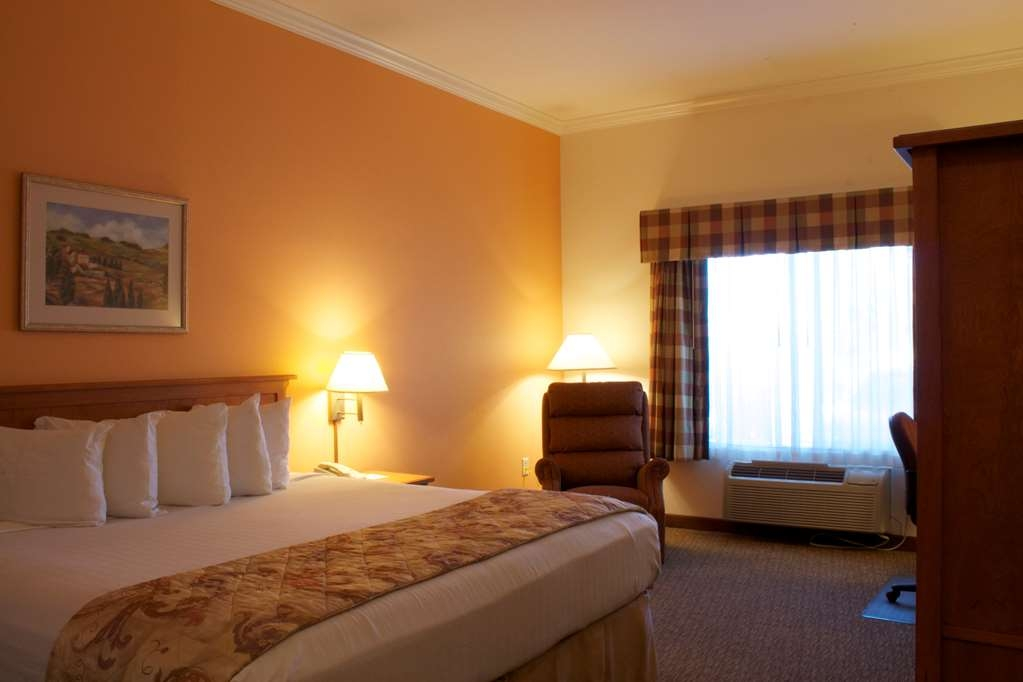 Best Western Plus Grapevine Inn - Wireless Internet is available in every guest room of the hotel.