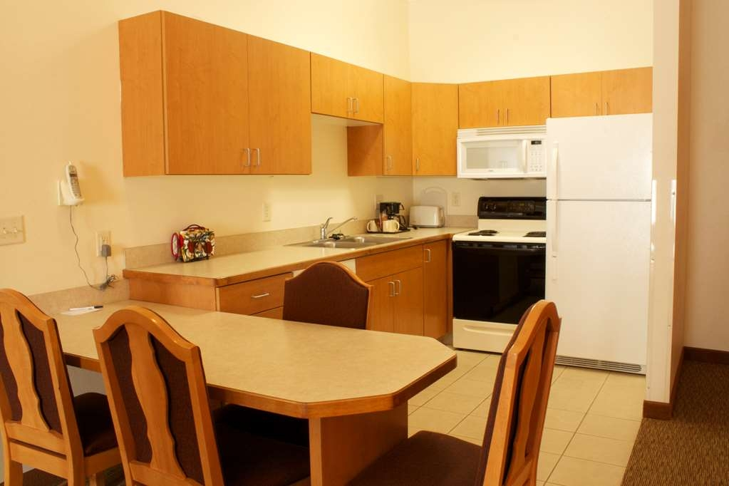 Best Western Plus Grapevine Inn - Our suites feature full kitchens.