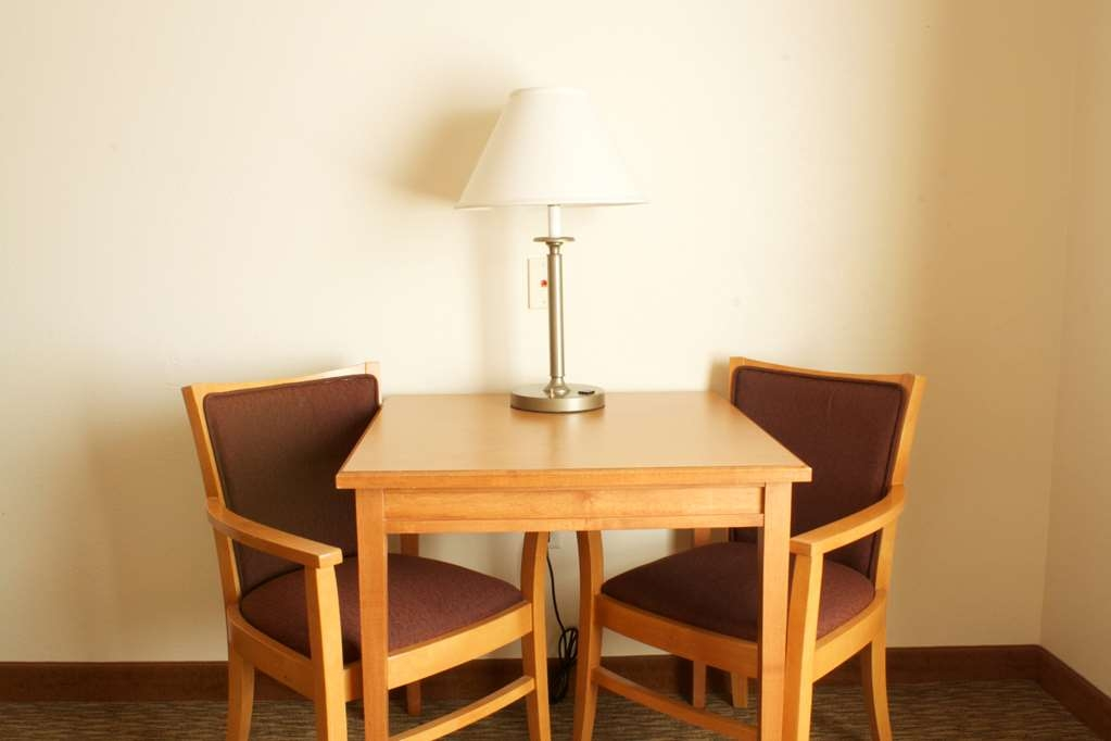 Best Western Plus Grapevine Inn - Standard Guest Room Table & Chairs