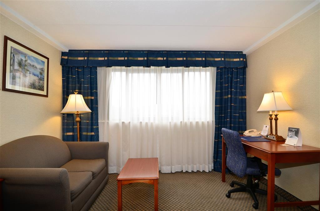 Best Western Plus Tacoma Dome Hotel - Desk areas are available in case you need to get any work done on the road.
