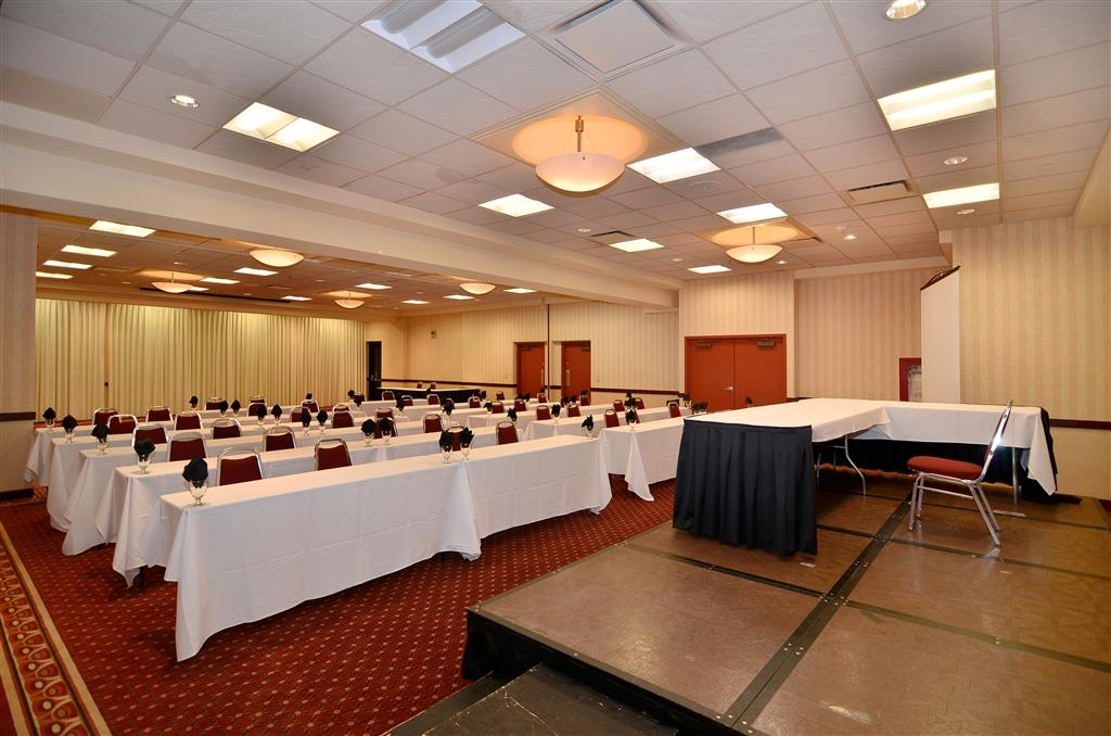 Best Western Plus Tacoma Dome Hotel - We have multiple rooms and a very versatile space.