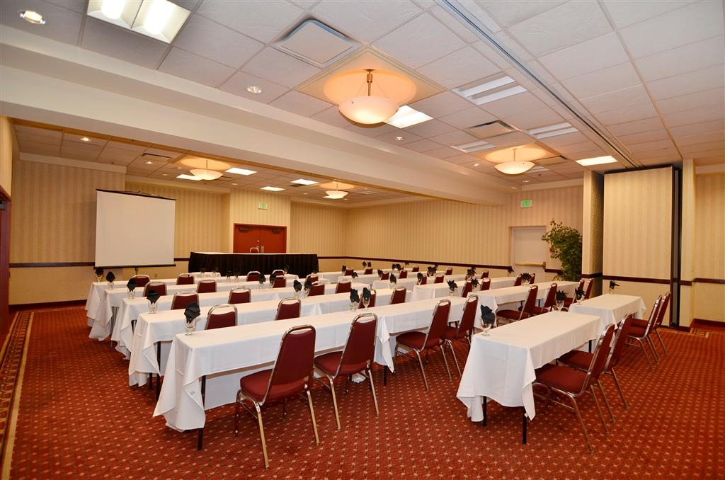 Best Western Plus Tacoma Dome Hotel - Our large banquet space can seat up to 200 people.