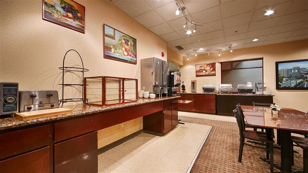 Best Western Plus Tacoma Dome Hotel - Breakfast Bar