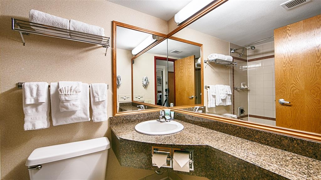 Best Western Plus Tacoma Dome Hotel - Baño