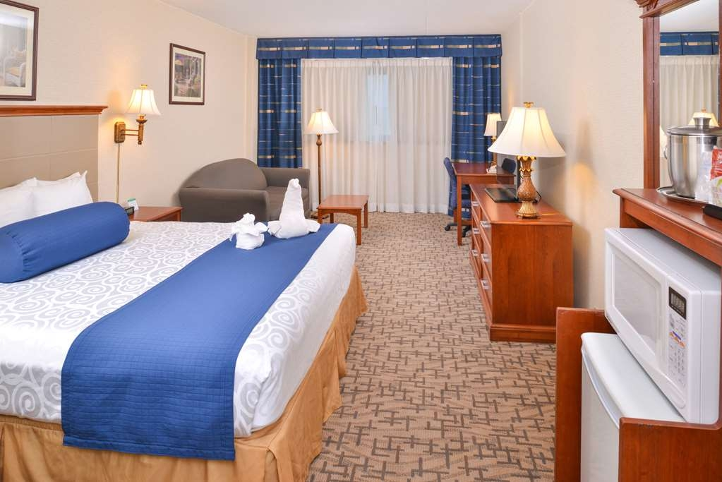 Best Western Plus Tacoma Dome Hotel - The king guest room, and every other guest room, includes a microwave and a refrigerator.