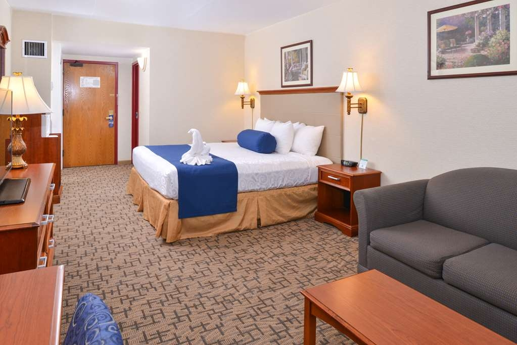 Best Western Plus Tacoma Dome Hotel - Wireless Internet is available in every guest room of the hotel, including the single queen rooms.