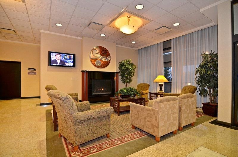 Best Western Plus Tacoma Dome Hotel - Relax and enjoy our beautiful lobby.