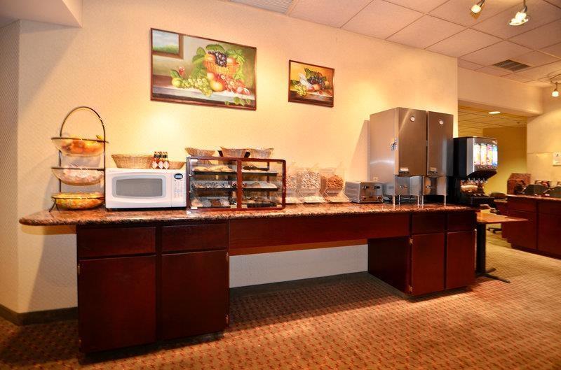 Best Western Plus Tacoma Dome Hotel - Frühstücksbereich
