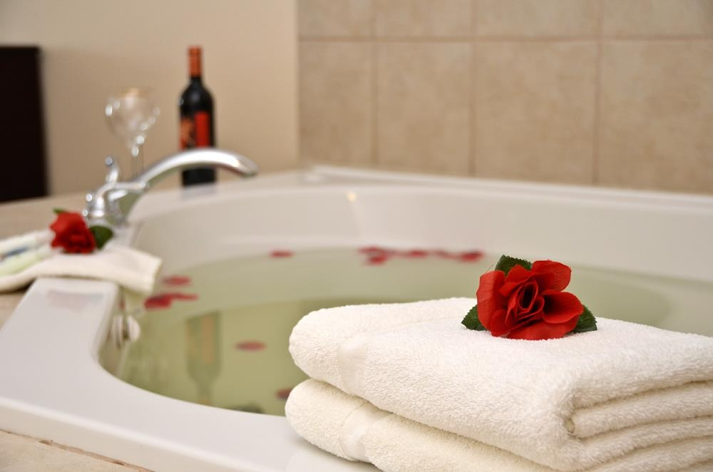 Best Western Plus Battle Ground Inn & Suites - The spa rooms are perfect for weekend getaways.