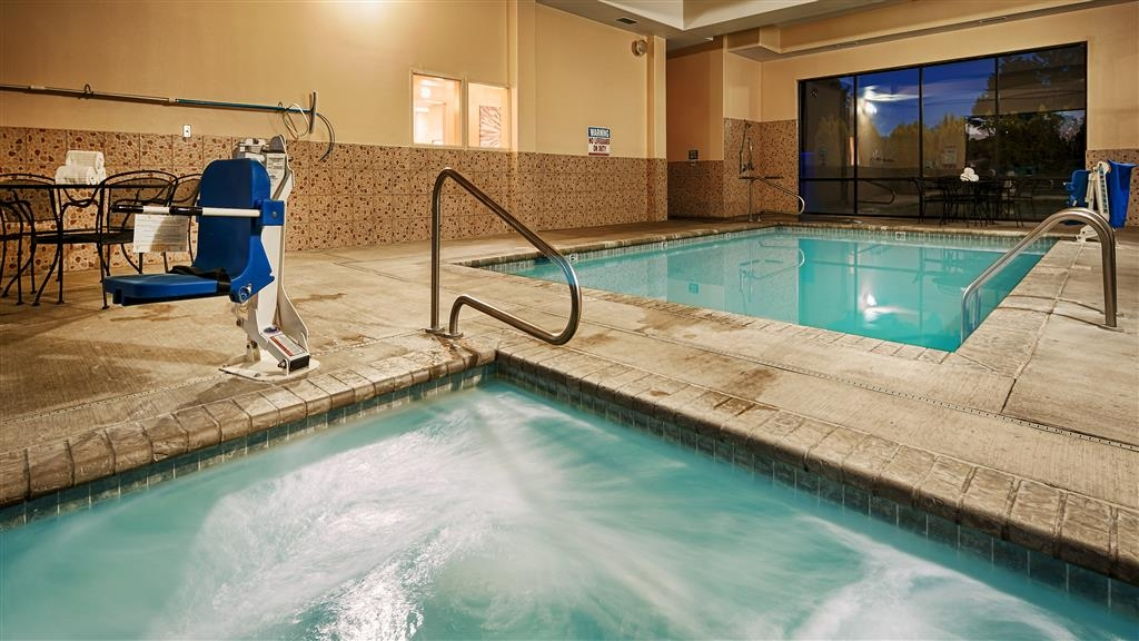 Best Western Plus Battle Ground Inn & Suites - Take a well-deserved break in our relaxing hot tub.