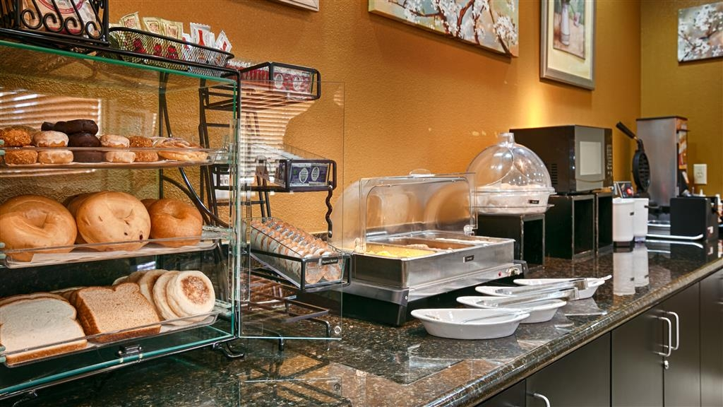 Best Western Plus Battle Ground Inn & Suites - Join us every morning for a variety of your favorite morning treats.