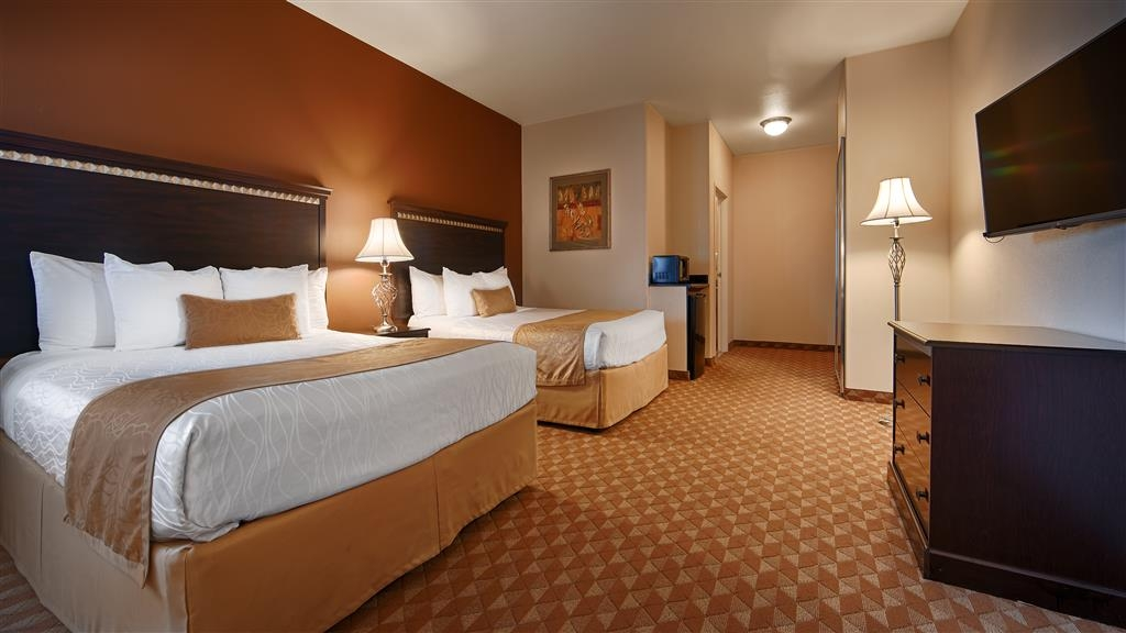 Best Western Plus Battle Ground Inn & Suites - Our standard queen rooms offer the comforts of home with a few added amenities that will make your stay extra special.