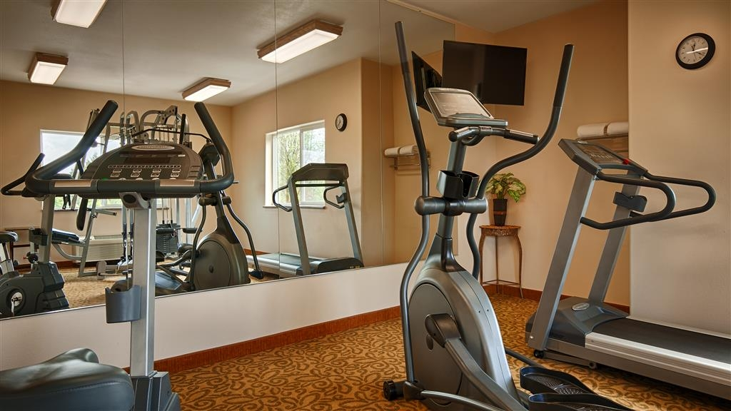 Best Western Plus Battle Ground Inn & Suites - Stay active in our fitness center with a variety of equipment.