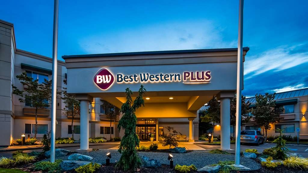 Best Western Plus Edmonds Harbor Inn - Exterior