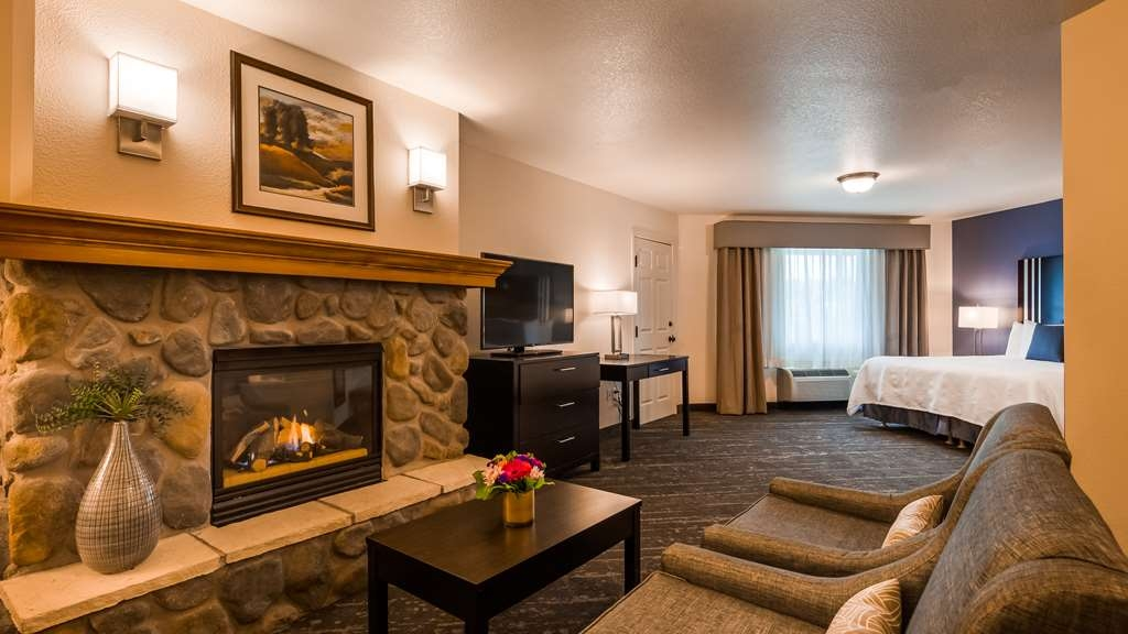Best Western Plus Edmonds Harbor Inn - King Suite Fireplace