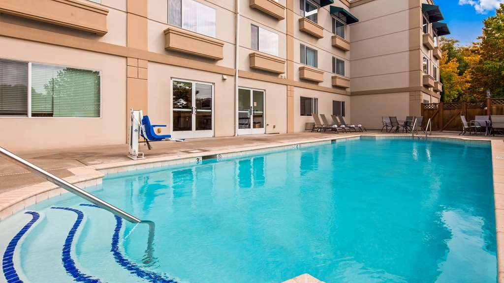 Best Western Plus Edmonds Harbor Inn - Pool