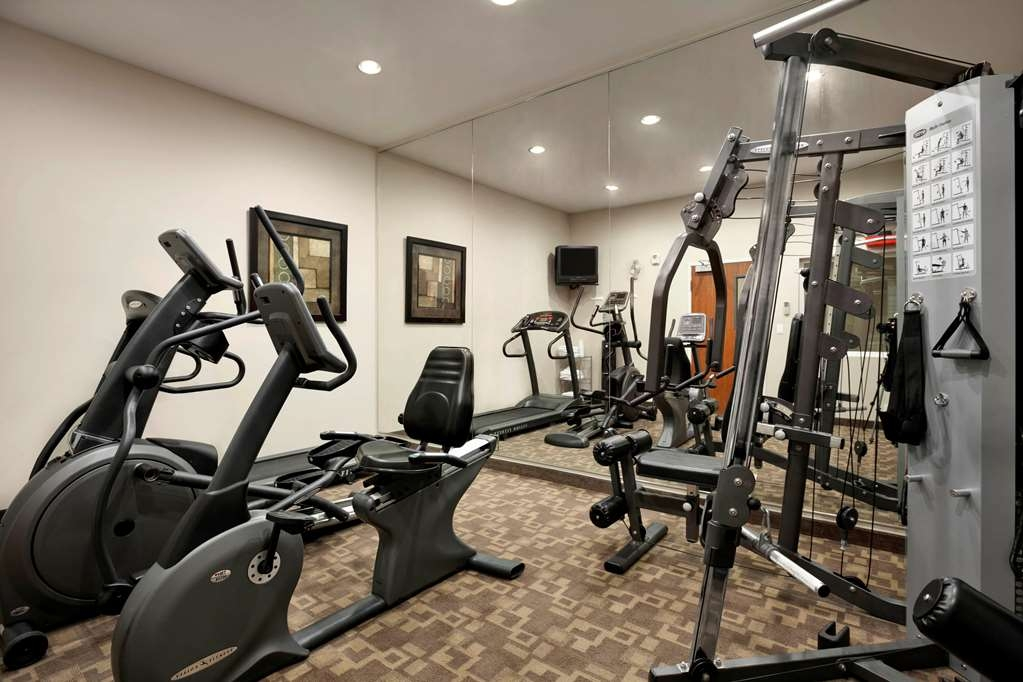 Best Western Plus Peppertree Inn at Omak - Keep up with your workout routine in our 24 hour Fitness Center.