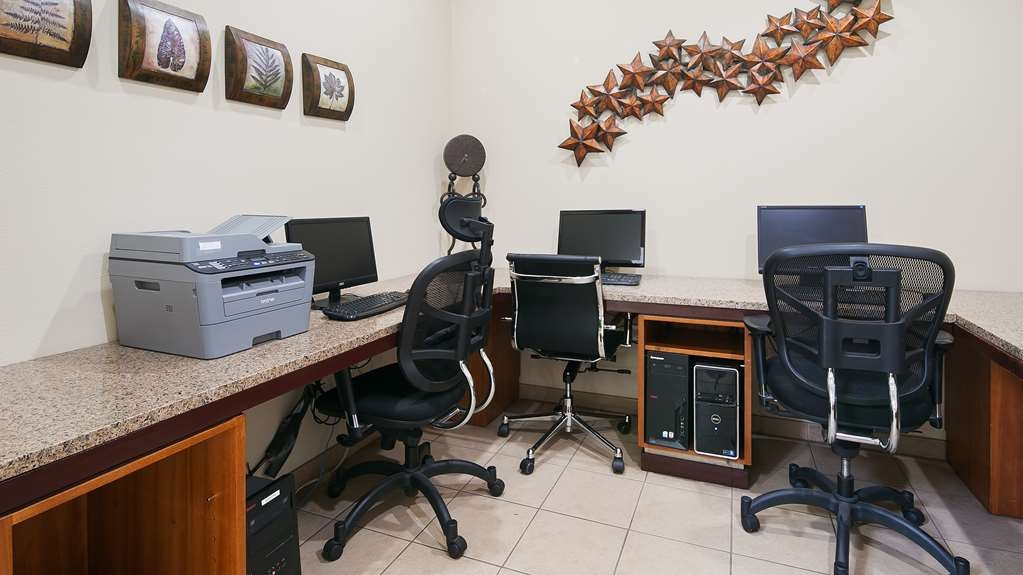Best Western Plus Peppertree Inn at Omak - Keep up with work in our 24 hour Business Center.