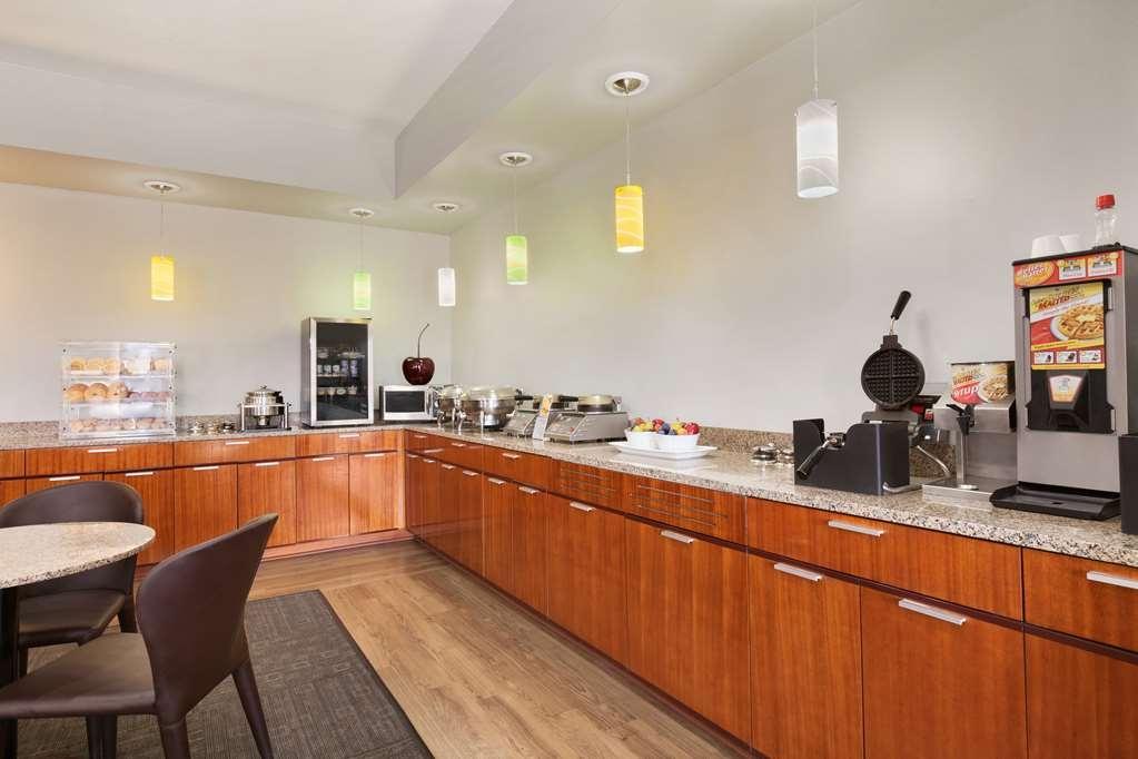 Best Western Plus Peppertree Inn at Omak - BEST WESTERN PLUS Peppertree Inn at Omak Breakfast Area
