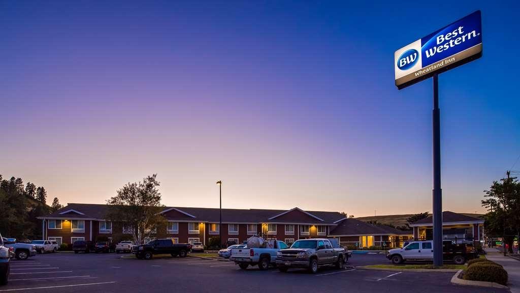 Best Western Wheatland Inn - Facciata dell'albergo