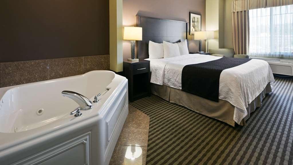 Best Western Plus Parkersville Inn & Suites - Genießen Sie Ihr eigenes Bad mit Whirlpool!