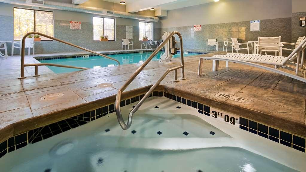 Best Western Plus Lacey Inn & Suites - Vista de la piscina