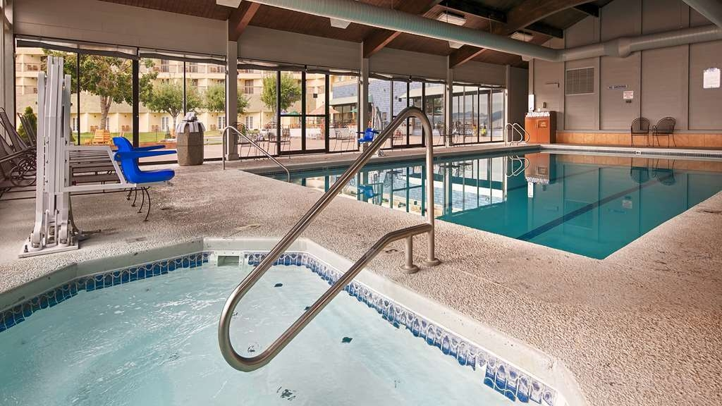 Best Western Plus Silverdale Beach Hotel - Find yourself in our hot tub after a long day.