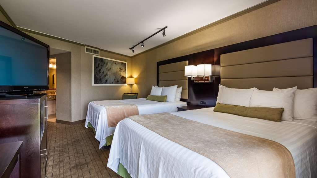 Best Western Plus Silverdale Beach Hotel - Two Queen Guest Room