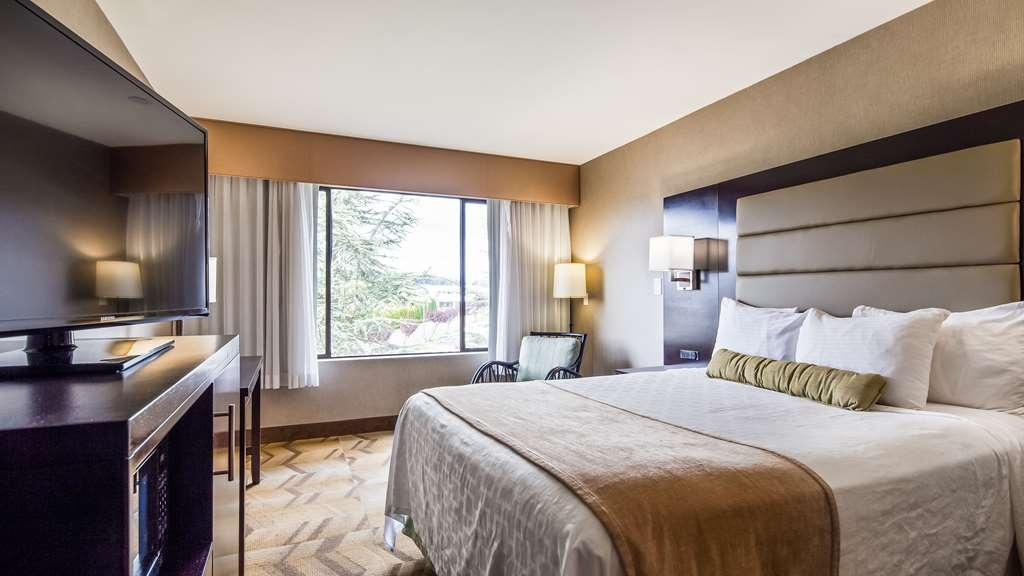 Best Western Plus Silverdale Beach Hotel - One Queen Guest Room