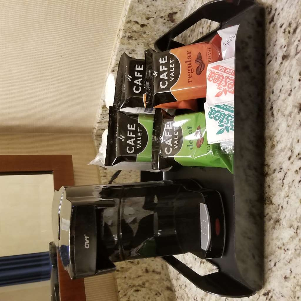 Best Western Plus Silverdale Beach Hotel - Coffee station